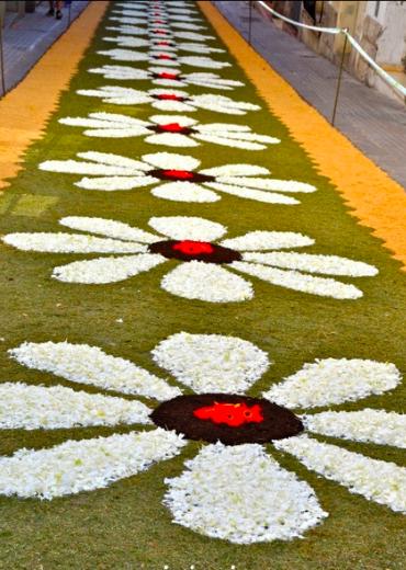 Serendipitylands sitges corpus 2014 calles alfombras flores sitges 2014 corpus streets floral - Alfombras en barcelona ...