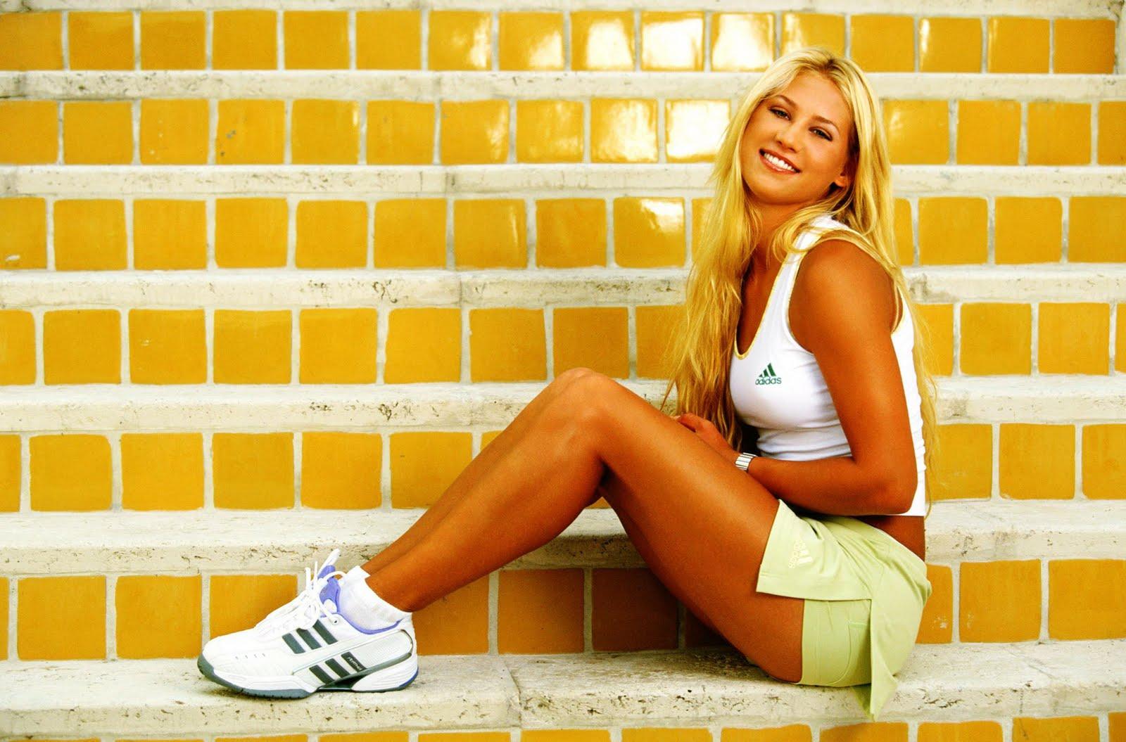 http://1.bp.blogspot.com/-Y5QbSYPtD7A/Tbg-rb2Ex8I/AAAAAAAAAUQ/4Pop-a_9J2M/s1600/Anna+Kournikova+-+Adidas+Photoshoot+2003+%25282%2529.jpg