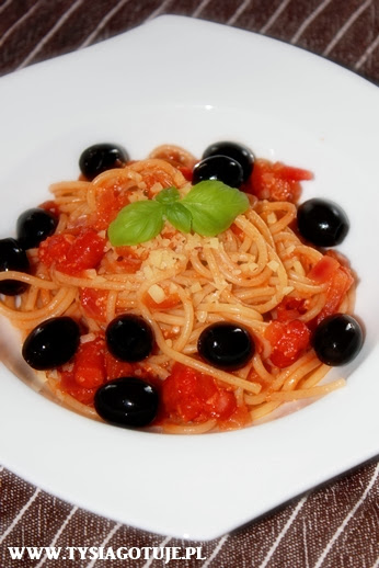 http://www.tysiagotuje.pl/2013/10/spaghetti-z-kabanosami.html