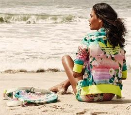 Farm e Adidas Originals jaqueta short e bolsa Floralina