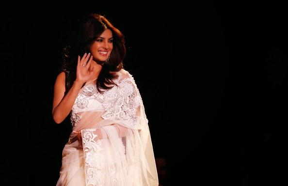 priyanka chopra navel show photo