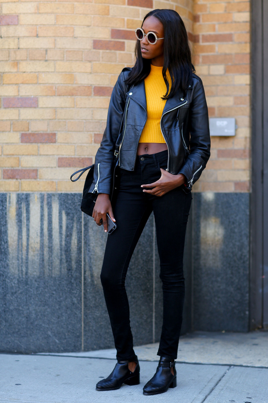 Street Style Leila Nda 39 S 39 90s Inspired Look The Front Row View