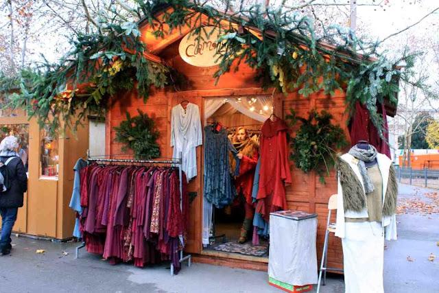 Second-Hand-Mode bei Clamott auf dem Weihnachtsmarkt an der Karlskirche © Copyright Monika Fuchs, TravelWorldOnline