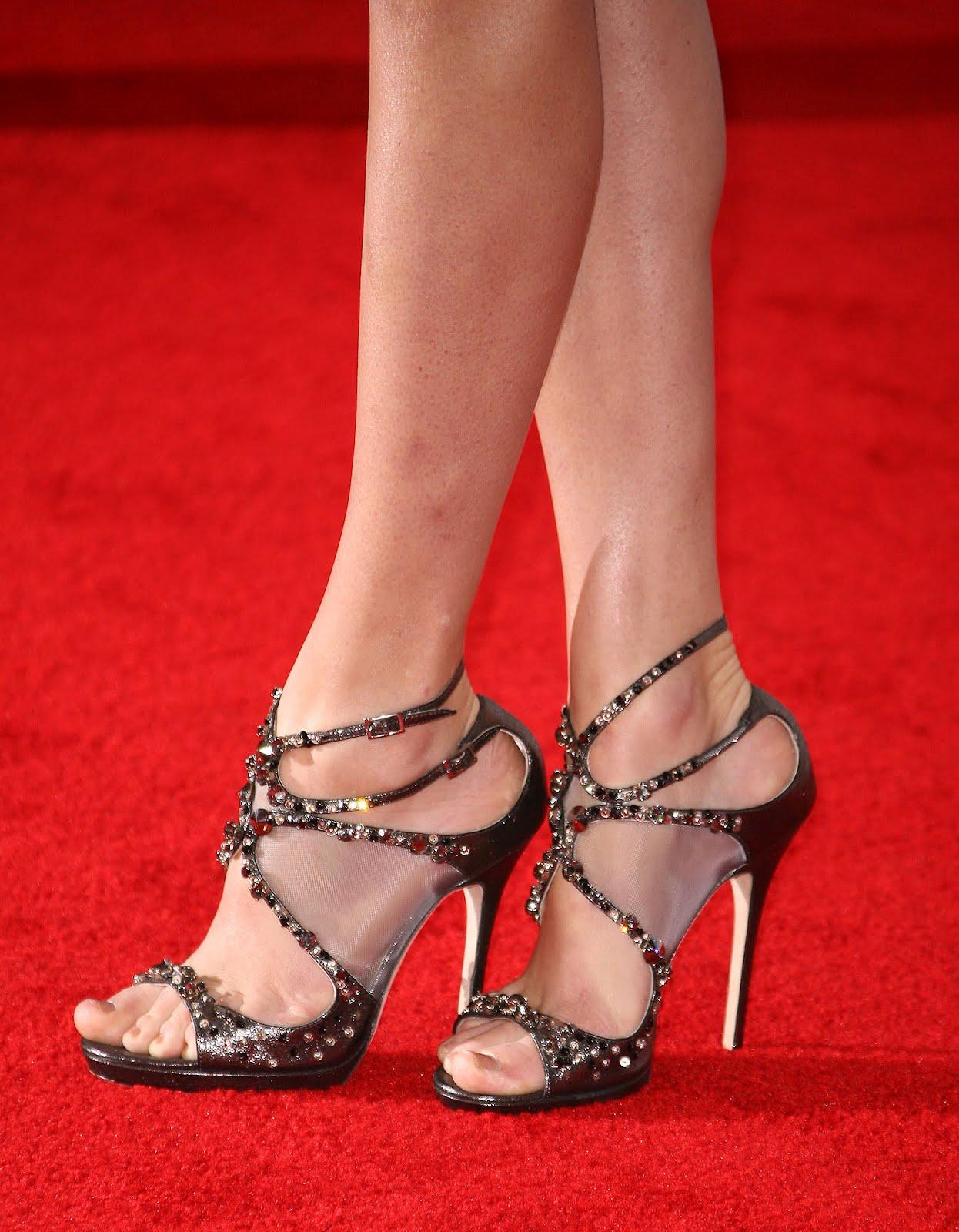 http://1.bp.blogspot.com/-Y6fM9hpNjA4/UBqDkmlOfLI/AAAAAAAAAU4/YuNdr43uZao/s1600/Taylor_Swift_Feet_008.jpg