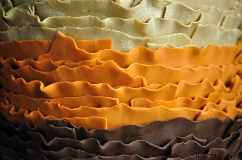 http://junipercakery.co.uk/blog/ruffled-golden-acorn-cake/