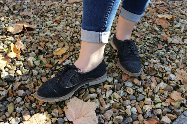 Picture of Clarks Navy Brogue