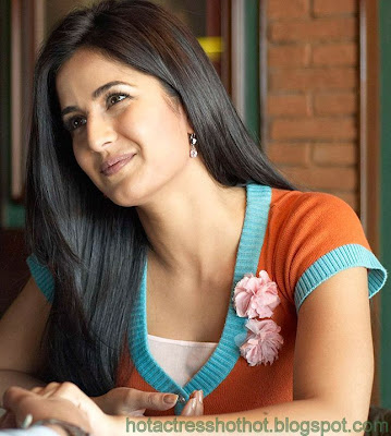katrina kaif hot pics and spicy smiling stills