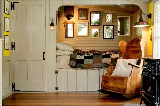Dormitorio con cama escondida dentro de armarios muebles for Cama escondida en mueble