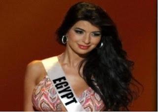 """صورة ملكة جمال مصر """" شبه العارية """" تثير غضب النشطاء على مواقع التواصل الاجتماعي خاصة في زمن الاخوان"""