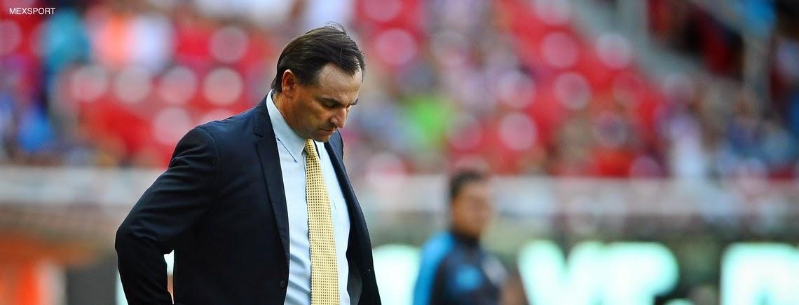 Carlos Bustos renuncia como director técnico de Chivas