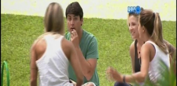 """Angela conta que conhecia De Luca e ele diz: """"Não cheguei em você?"""""""