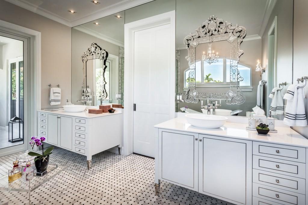 Banheiros com armários clássicos  veja modelos com essa tendência!  DecorSa # Banheiro Pequeno E Classico