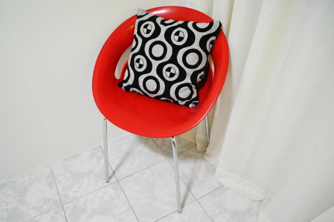 Sabe Um Amor à Primeira Vista? Essa Cadeira Vermelha. Foi Tipo Assim:  PRECISO Dela E COMPREI. Quando Vi Que Ela Já Estava Aqui E Combinando Com  Essa ...