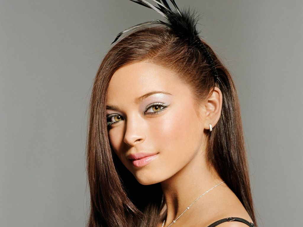 12 Awesome Kristin Kreuk Hairstyles