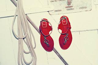 Dior, červené sandálky z lakovanej kože s logom Christian Dior