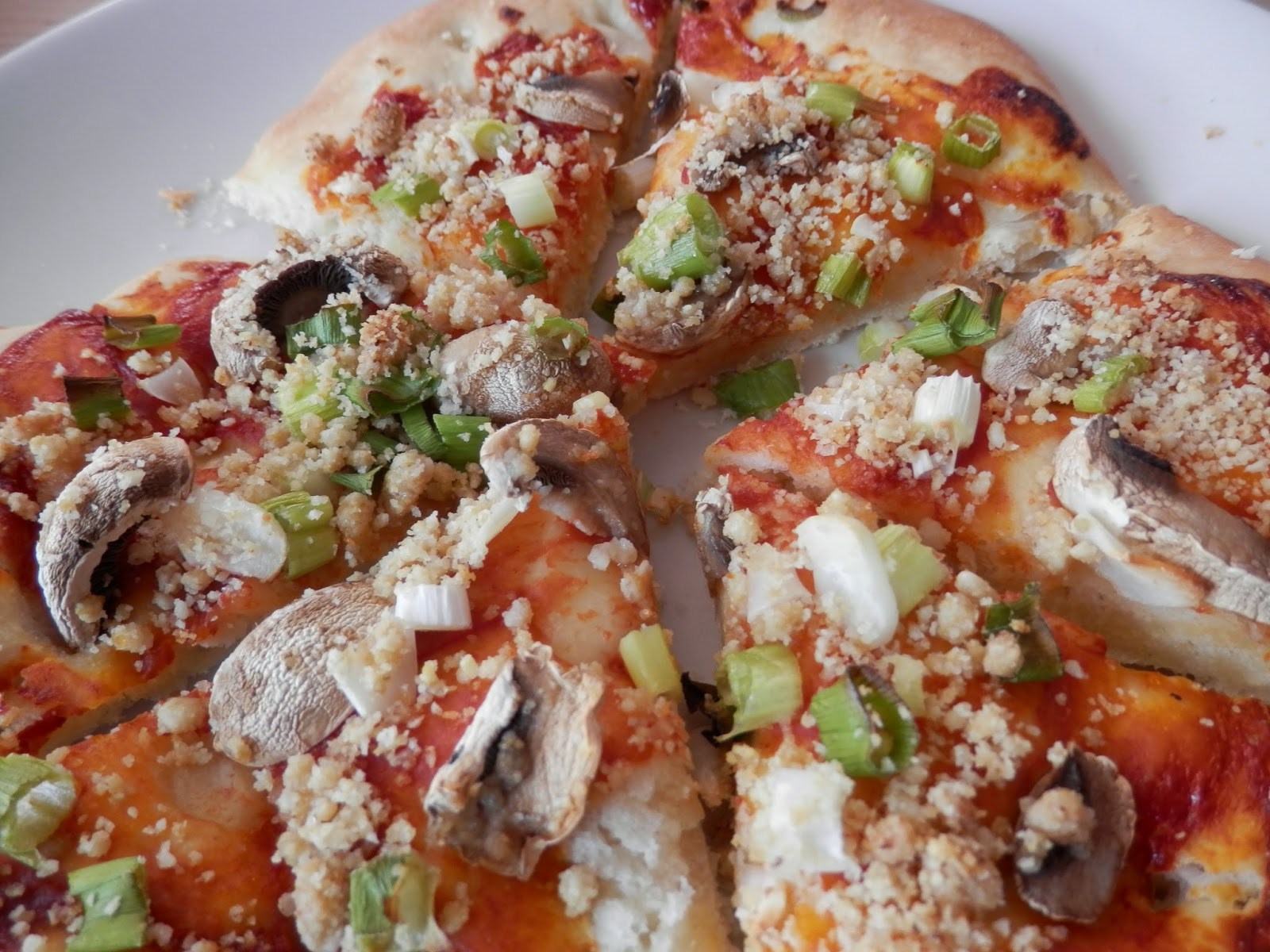 What do vegans eat? vegan mushroom pizza secondhandsusie.blogspot.co.uk