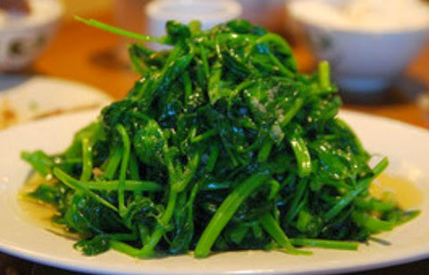 Fried Snow Pea Leaves with Garlic and Peanut Oil