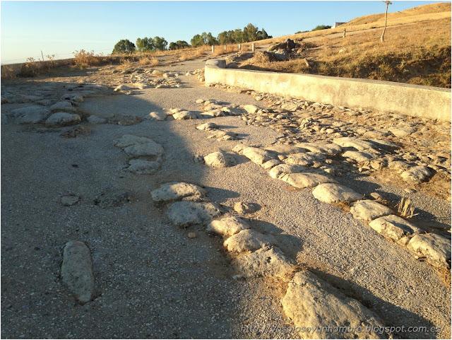 Restos de calzada romana asfaltada