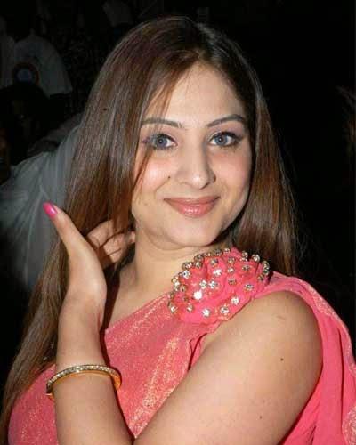 aunty gowri munjal spicy pink color stills desi aunty gowri munjal hot ...