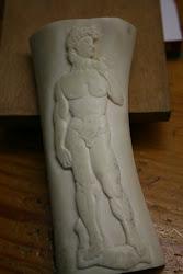 grabado en relieve en hueso