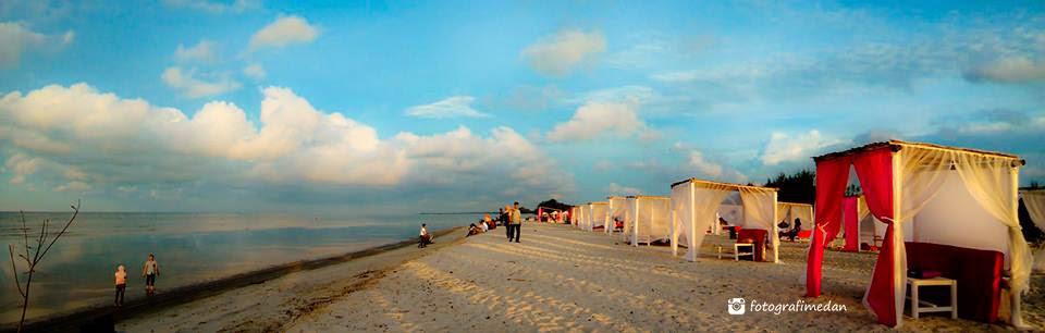 pemandangan di pantai romantis romance bay fotografi medan
