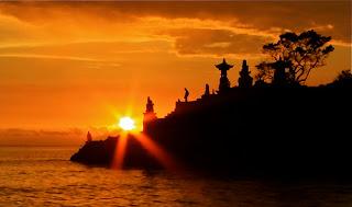 http://1.bp.blogspot.com/-Y9gbD4qeux8/TxVGSb5bDxI/AAAAAAAAAJ8/x3NvUU2d8Ek/s1600/pura-batu-bolong+SENGGIGI.jpg