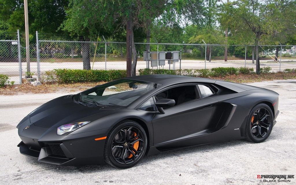 hey i live here 100 meters from the casino where you took the 2nd lamborghini aventador gets chrome red