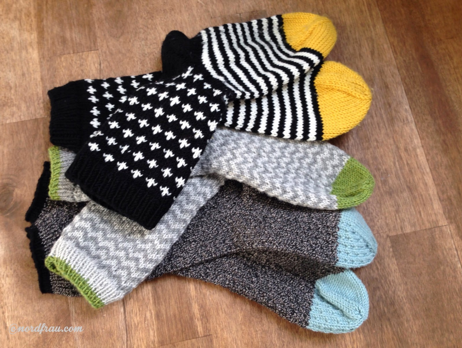 drei Paar gestrickte Socken