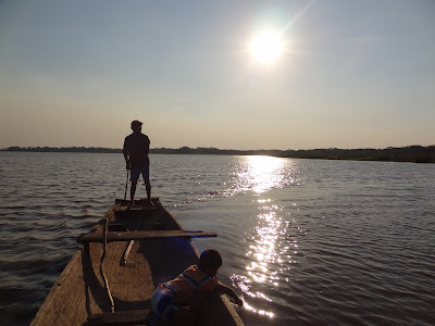 Paseo en canoa por la laguna Mausa