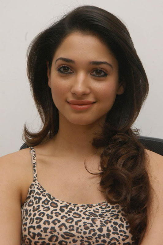Tamanna latest hot stills wallpapers