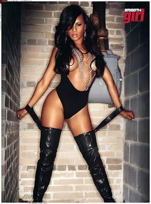 Emmaly Lugo standing in black leggins
