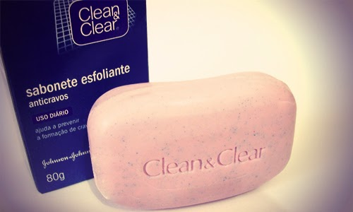 Sabonete esfoliante facial com microesferas Clean & Clear