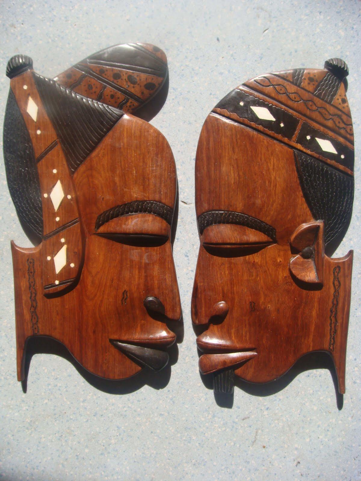 Deco afrique masque en bois africain couple for Decoration murale africaine