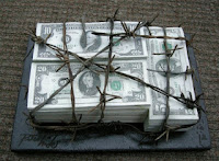 Il grande bleffo di abolire i contanti