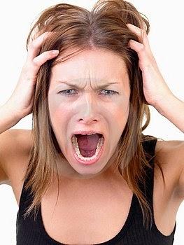 Resultado de imagem para mulher desesperada com mão na cabeça