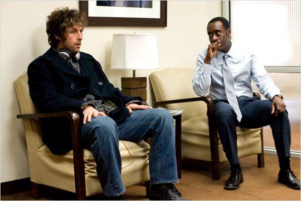 Adam Sandler y Don Cheadle protagonizan En Algún Lugar de la Memoria