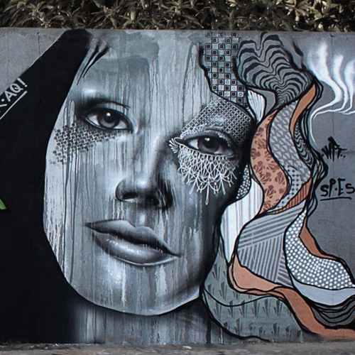 21-Aqi Luciano-Street-Art-Paintings-with-Expressions-that-Talk-www-designstack-co