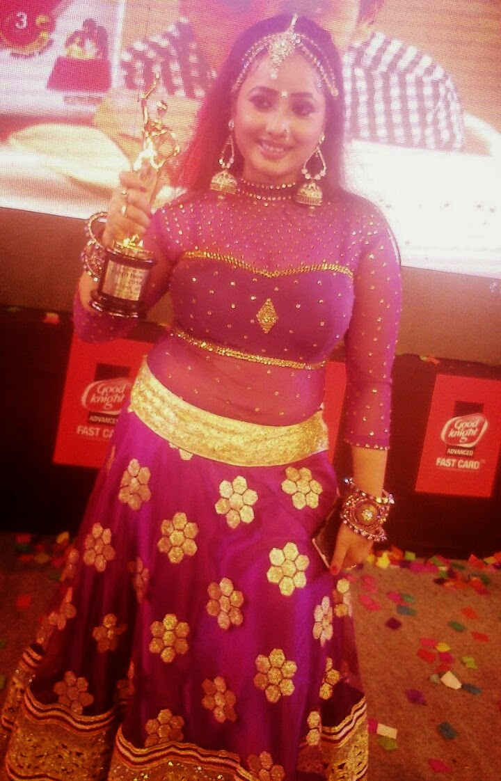 Bhojpuri Hot Queen Star Actress Received Best Actress Award in Bhojpuri Award 2014 for Film Prem Diwani