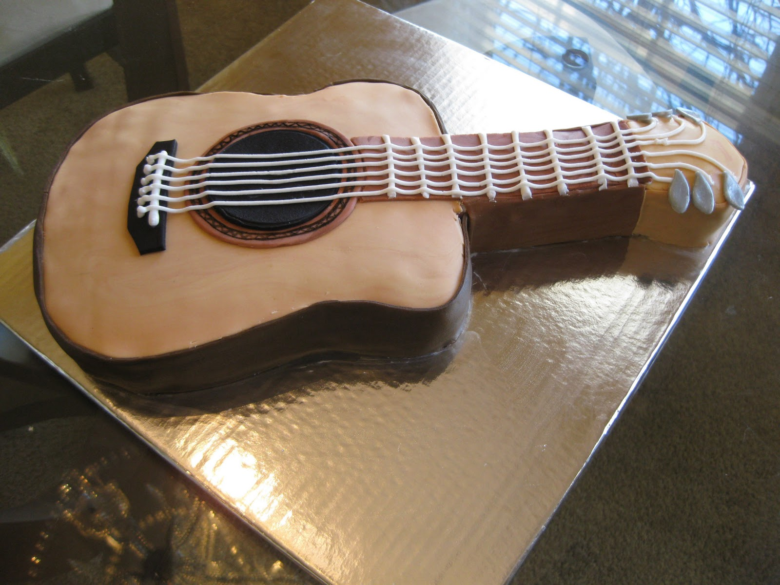 Acoustic Guitar Cake Images : The Cake Baketress: Doug s Classic Acoustic Guitar Cake!
