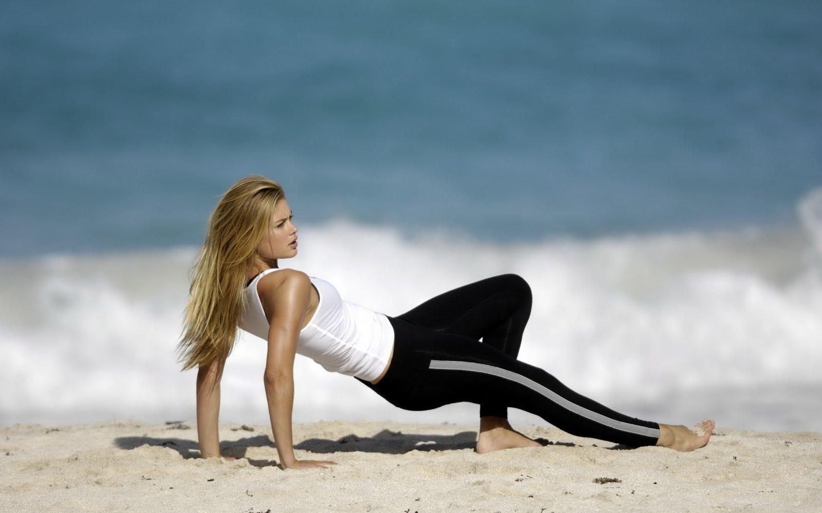 http://1.bp.blogspot.com/-YBOkMQmMBHg/Tc2FGMztREI/AAAAAAAACAI/2rJye6YaATs/s1600/doutzen-kroes-fitness-wallpaper.jpg