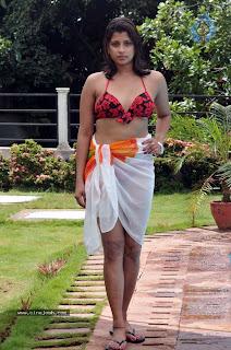 Nadeesha Hemamali Hot Bikini