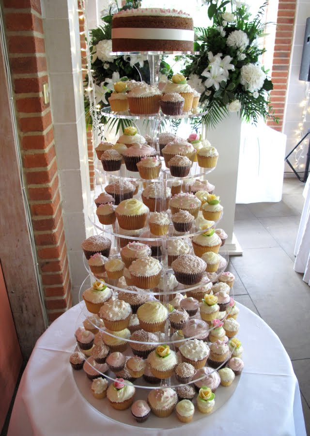 Summer wedding cupcake towers Here 39s a couple of recent summery wedding