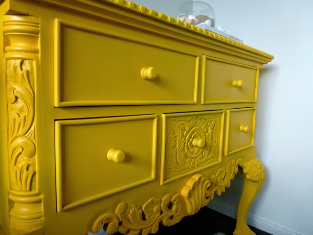 How to Antique Furniture with Paint