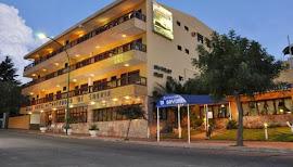 Dos intoxicados y una mujer herida de gravedad tras incendio en hotel de La Falda