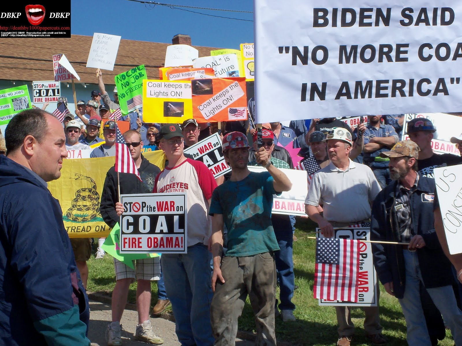 http://1.bp.blogspot.com/-YCrqgvqme-c/T7jW5Z0Zw3I/AAAAAAAAXqg/vVcDShIRKTo/s1600/Biden-MF-protestors-2-0517-2012.jpg