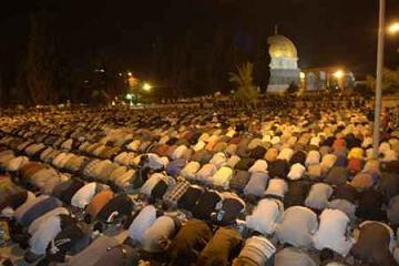 Gambar Amalan Sunnah yaitu Sholat Tarawih di Bulan Suci ramadhan