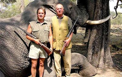 rey Juan Carlos cazando elefantes con su sobrino en África, estudios de pene pequeño y afición a la caza