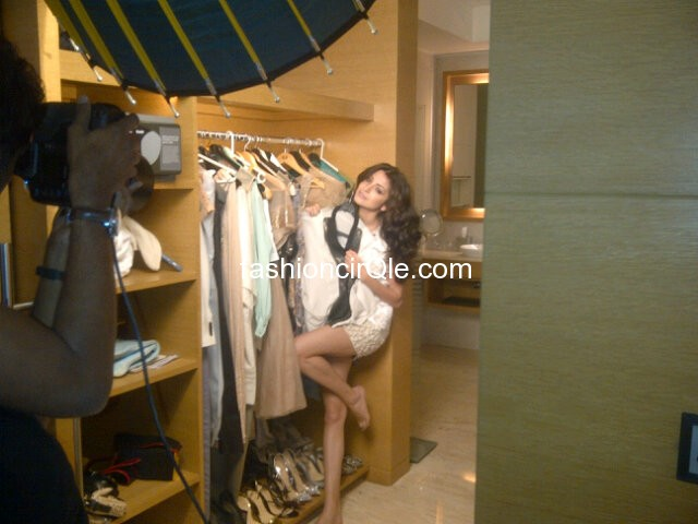 Anushka Sharma for Filmfare  Photoshoot on the set pics sabhotcom %281%29 - Anushka Sharma for Filmfare Photoshoot Very Private PICS!