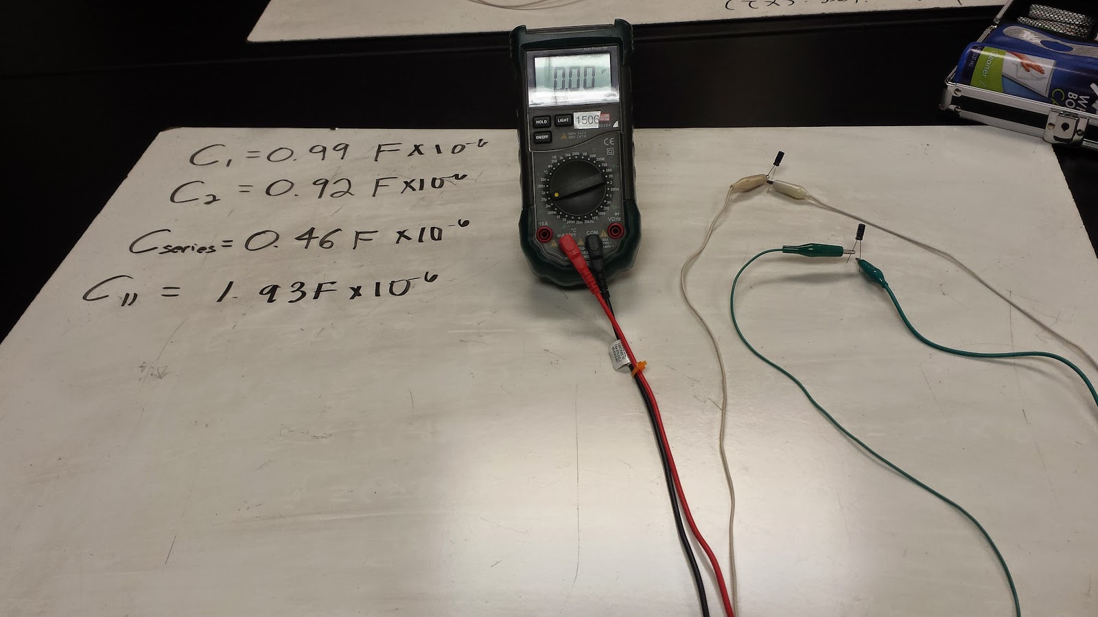 Week 9 October 23 2014 Day 18 Physics 4b Cfawcett Capacitors Electronic Snap Circuits Wiki Because When Placed In The Circuit It Stores Up Energy And Then Dissipates Causing Some To Be Moved Onto Different