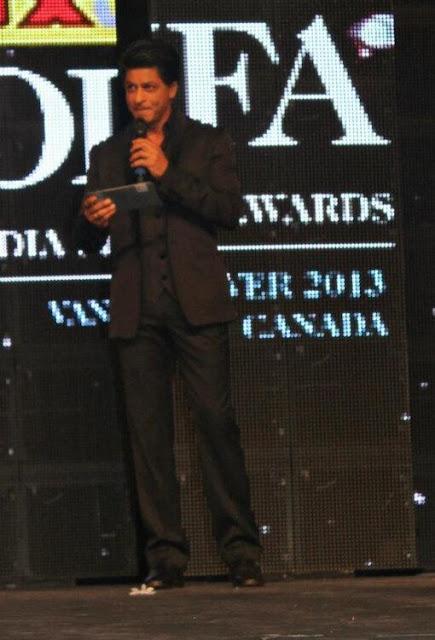 Srk, Gauri & Anushka at TOIFA Technical Awards Shahrukh+Khan+,+Gauri+khan+and+Anushka+Sharma+at+TOIFA+technical+awards+(1)